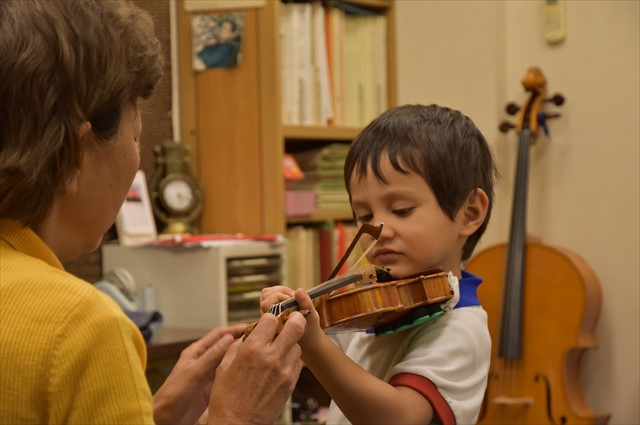 子供の身体に合わせたバイオリンがレンタルできます